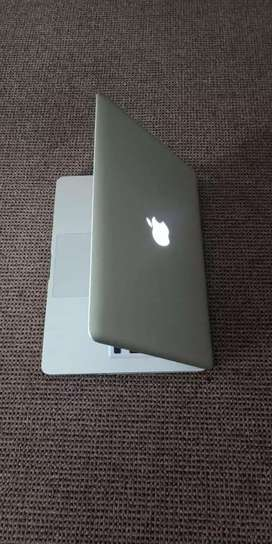 Apple MacBook pro i5