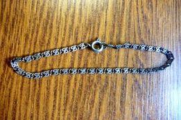 Srebrny łańcuszek na rękę średnicy 6cm.