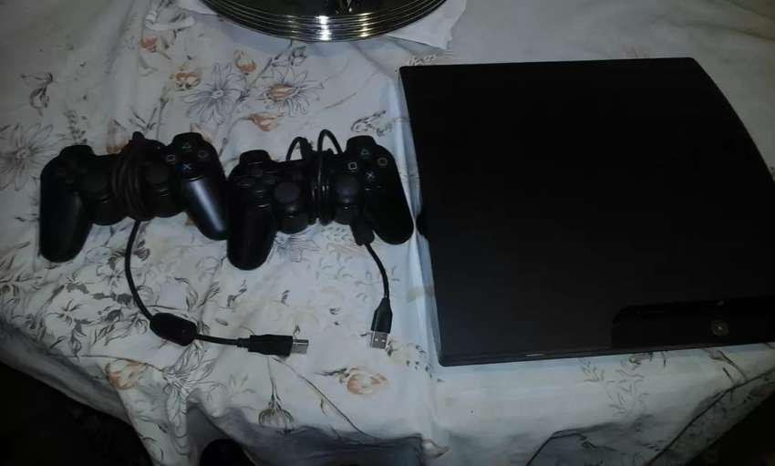 PS3, +2 controllers 0