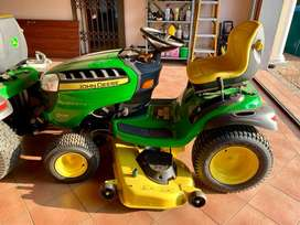 John Deere D170 Ride - on lawnmower