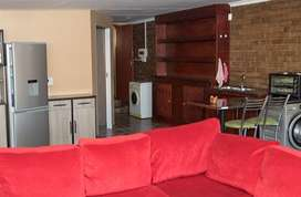 Lovely secure 1 Bedroom flat to let in Three Rivers East Vereeniging.