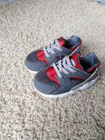 Adidasy chłopięce Nike Huarache r. 22