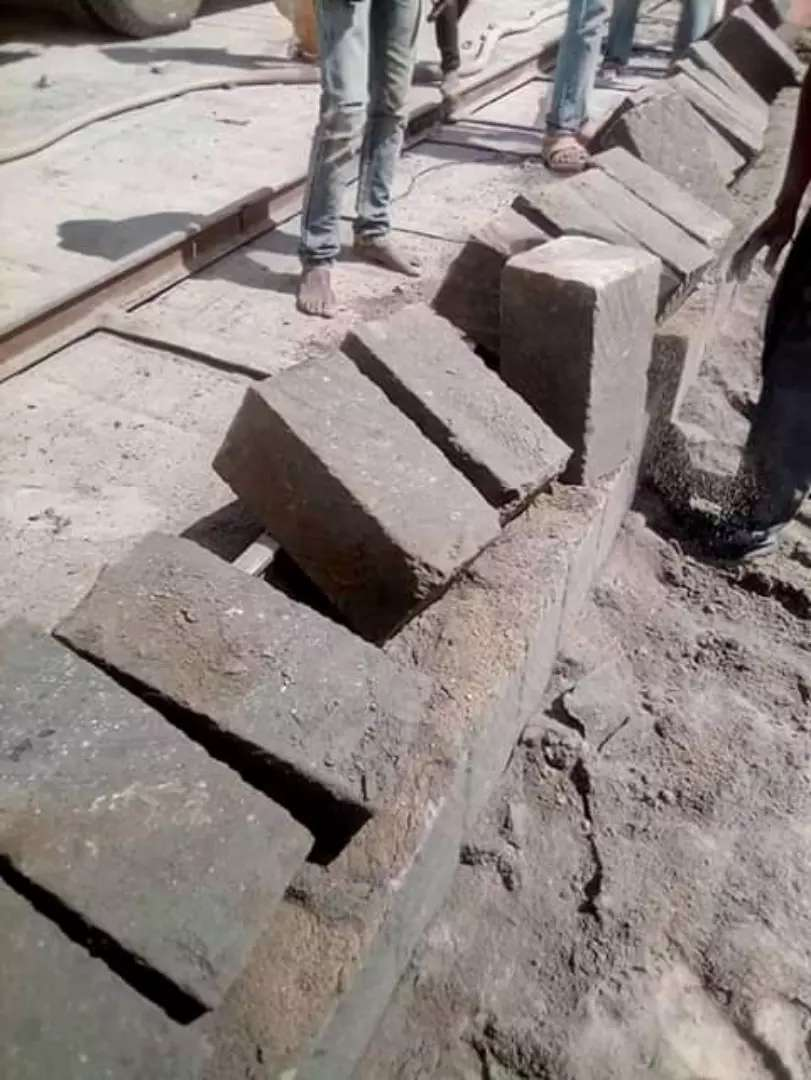 Selling machine cut stones and offering transport services 0