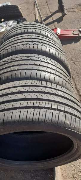 Four 285/40/21 Pirelli SUV tyres like new for sell