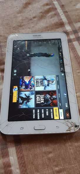 Samsung tablet, the screen is a bit cracked but it still works