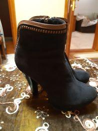 Продам димезенные ботинки женские