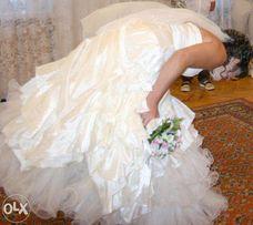 красивое свадебное платье цвета шампань