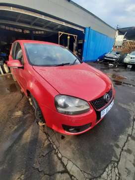 Golf 5 1.6  In great condition driving  body in mint condition