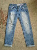 Spodnie, dżinsy Boyfriend fit, modne dzióry i przetarcia