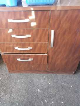 Brown chest of drawers R450