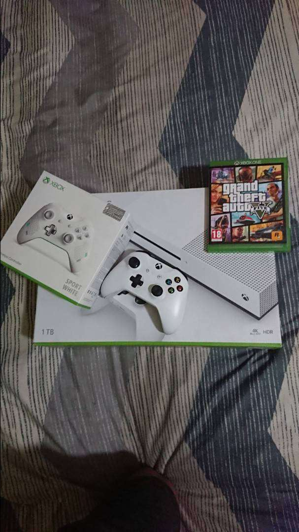 Xbox ONE and TWO remotes and Gta5 0