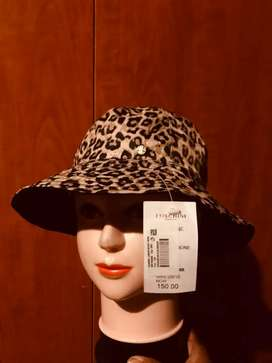Women's foschini hat R100