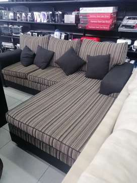 BLACK AND BROWN L-SHAPE COUCH