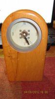 Часы настольные кварцевые из дерева