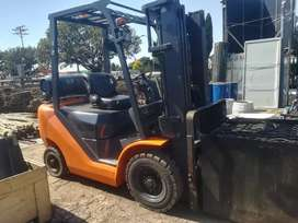 UN counterbalanced ic forklift truck