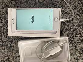 1 year old silver Iphone 7 32gb