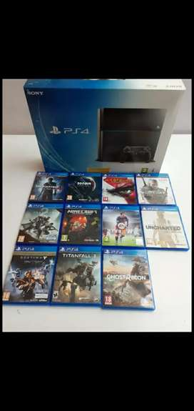 PS4 500 GiG with 11 games plus 3 controllers