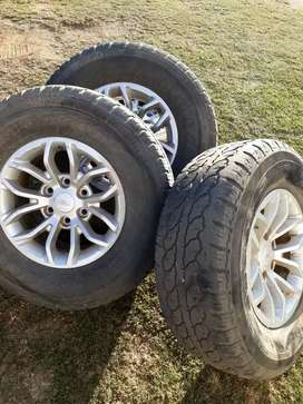 Tyres and rim T5 Ford Ranger