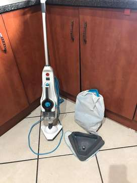 Steam iron and floor steamer