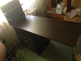 Маникюрный стол