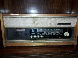 Раритетная радиола ВЭФ-Радио в рабочем состоянии