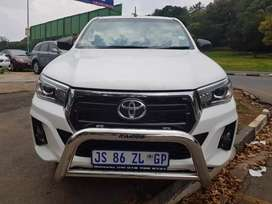 2017 Toyota Hilux 2.4 GD-6 4x4 with Canopy