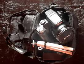 Nikon coolpix P90 with charger, mini tripod in casing bag