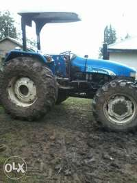 Very clean new Holland tractor 0