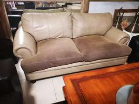 A oversized 3 seater weatherlys leather couch