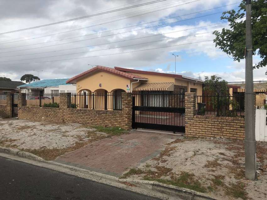 Large 4-bedroom house for rent 0