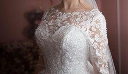 Продається дизайнерська весільня сукня в