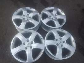 Mahindra Scorpio original alloy mags size 17 aset in good condition