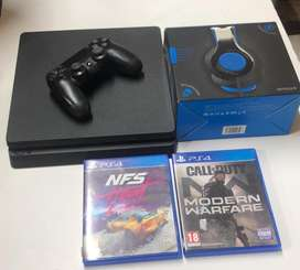 Ps4 console with controller + games & headphones