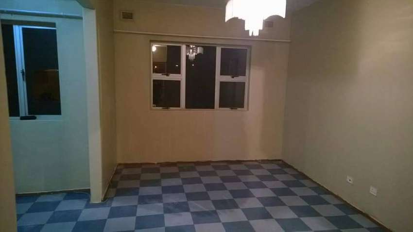 Two bedroom flat with dining room,lounge,kitchen&bathroom.5min  2town 0