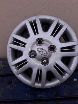 Complete set of rims and hubcaps+nuts.