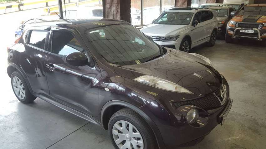 CLEAN 2013 NISSAN JUKE LIGHT ON FUEL, POWER WINDOWS AND MATERIAL SIT
