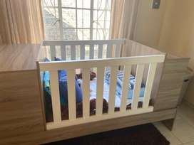 Convertible Cot to Toddler Bed