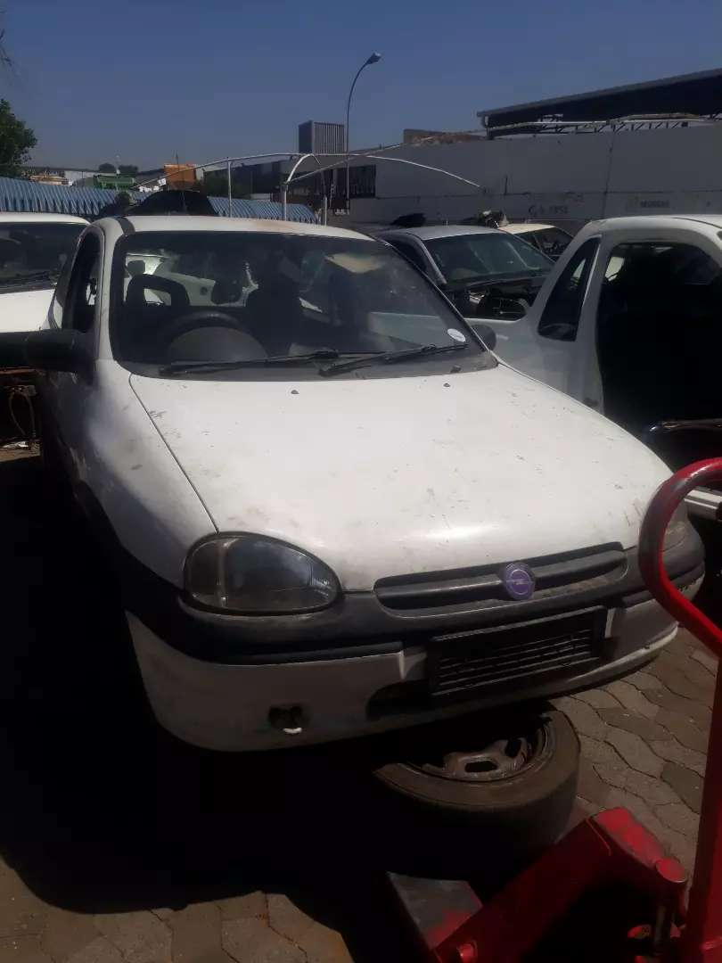 Stripping Opel corsa lite 1.6L iS for spares and accessories 0