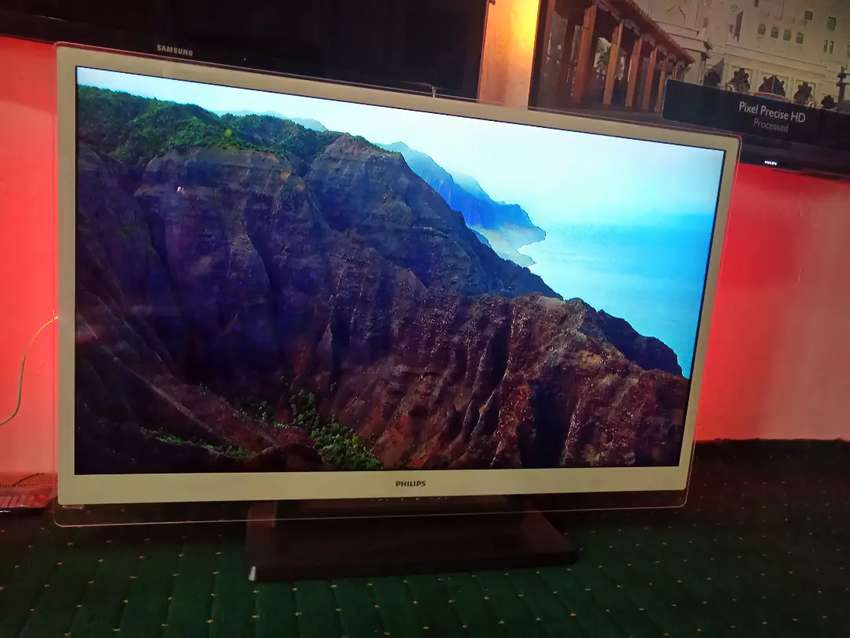 """47"""" Smart Philips 3D TV With Ambilight Wi-fi Direct 0"""