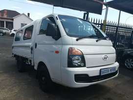 2014 Hyundai H100 2.6D with a canopy