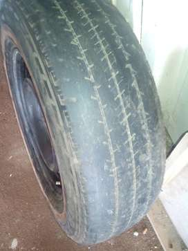 195 R15C Tyre and Rim