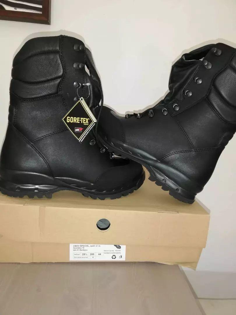 Špecialna obuv 0