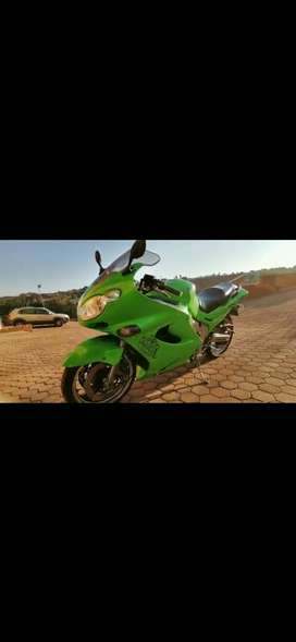 Kawasaki zzr 1200 '02, excellent condition, R45k neg