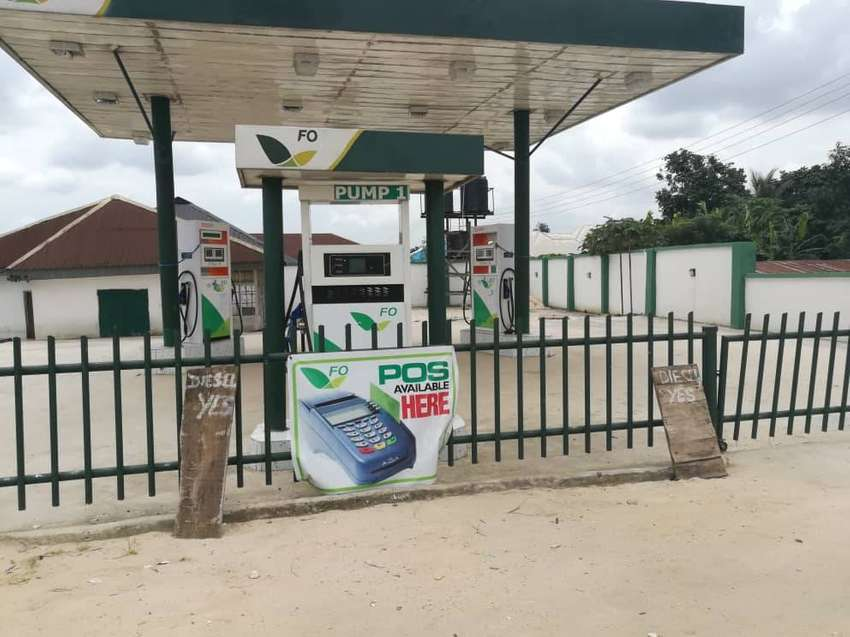 Gas station with 4 pumps in PH 150m 0