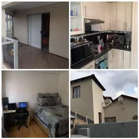 1 bedroom with fitted stove in ebony Park