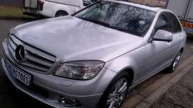 MERCEDES BENZ C350 IN EXCELLENT CONDITION WITH SUN ROOF