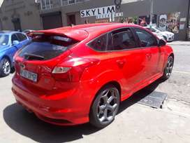 Ford Focus ST 2.0 R 15 5 000 Negotiable