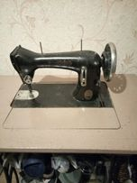Продам ножную швейную машинку