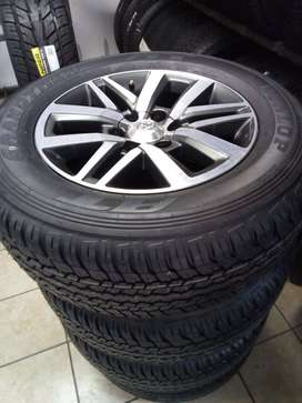 """18""""Toyota Hilux/Fortuner original mags with brand new 265/60/18 Dunlop"""