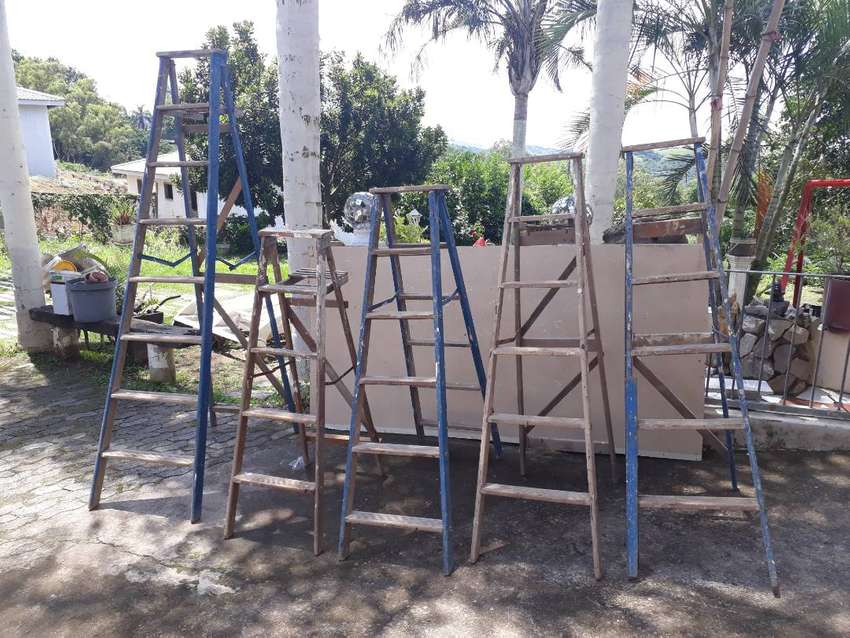 8 Ladders for sale R2000 for the lot 0